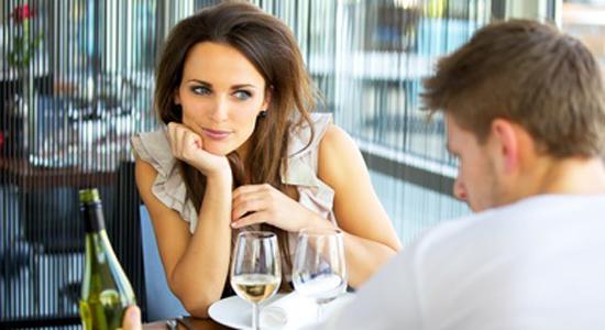 Être attirée par un homme en couple, est-ce normal ? Les vrais/faux de l'attirancephysique